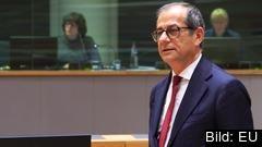 Italiens finansminister Giovanni Tria fick ensam försvara den italienska budgeten under eurogruppens möte i måndags.