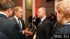 Europeiska rådets ordförande Donald Tusk beslutade att skjuta upp förhandlingarna en dag.