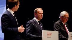 I mitten Europeiska rådets ordförande Donald Tusk.