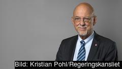 Sveriges EU-minister Hans Dahlgren är  nöjd med att de svenska Socialdemokraterna behåller sina fem mandat.
