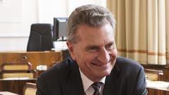 EU:s budgetkommissionär Günther Oettinger välkomnar Europeiska revisionsrättens rapport. Arkivbild.