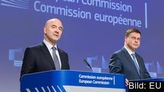 EU-kommissionärerna Pierre Moscovici och Valdis Dombrovskis presenterade överenskommelsen med Italien på en presskonferens.