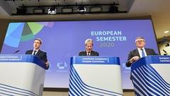 EU-kommissionärerna Valdis Dombrovskis, Paolo Gentiloni och Nicolas Schmit.
