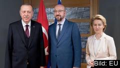 Turkiets president Recep Tayyip Erdoğan, Europeiska rådets ordförande Charles Michel och EU-kommissionens ordförande Ursula von der Leyen.