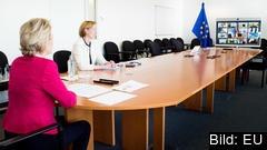 EU-kommissionens ordförande Ursula von der Leyen (till vänster) under torsdagens EU-toppmöte på videolänk.