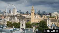 Molnen hopar sig om inte Storbritannien godkänner utträdesavtalet, varnar EU-kommissionen.