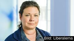 Tina Acketoft (L).